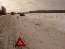 Иномарка и КАМАЗ не поделили дорогу