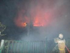 Неизвестные ночью подожгли семь садовых домиков в Йошкар-Оле
