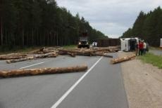 В Марий Эл на трассе «Вятка» иномарка врезалась в лесовоз. Погиб человек